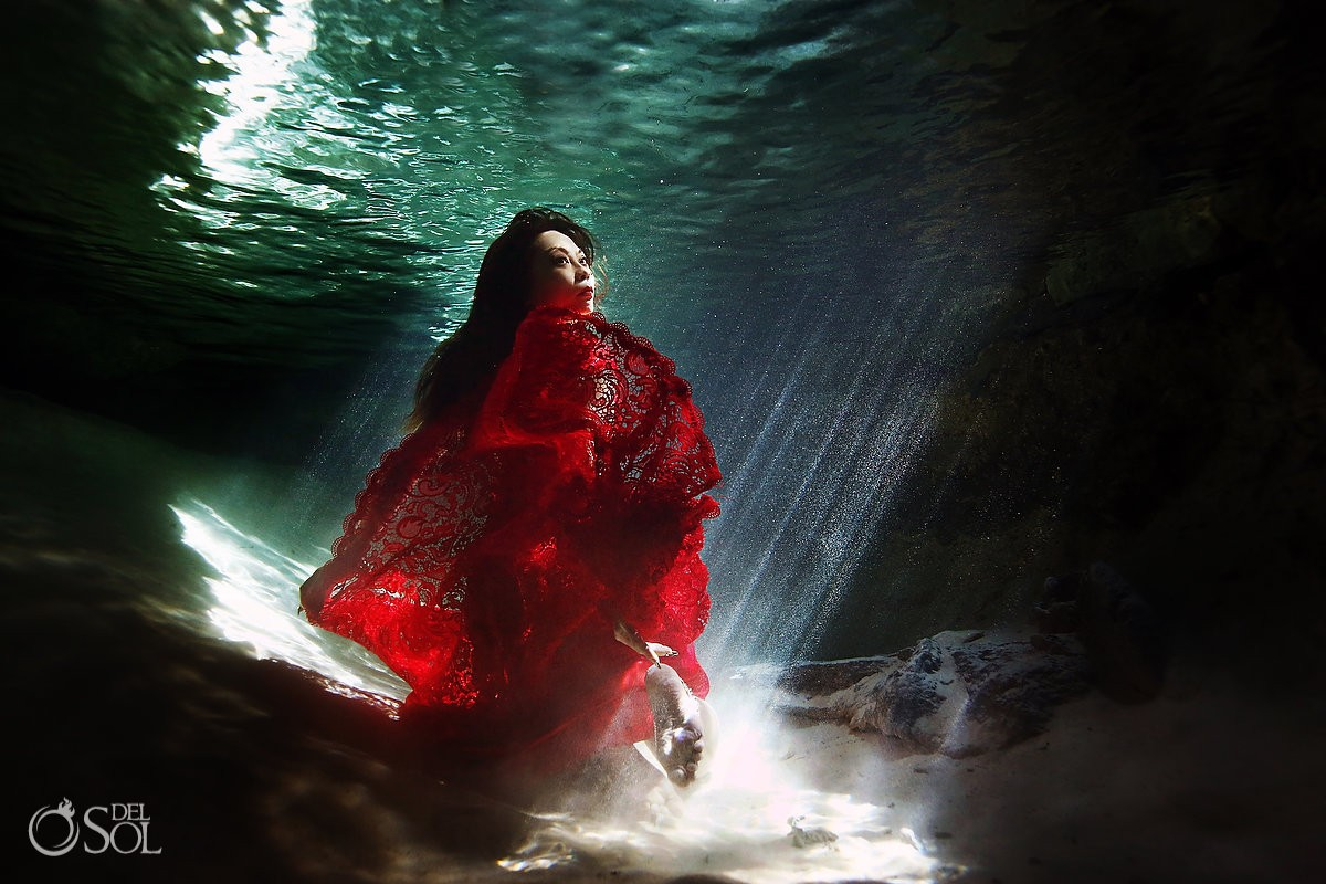 colorful clothing - What to wear -Trash the Dress tips - The perfect underwater photo