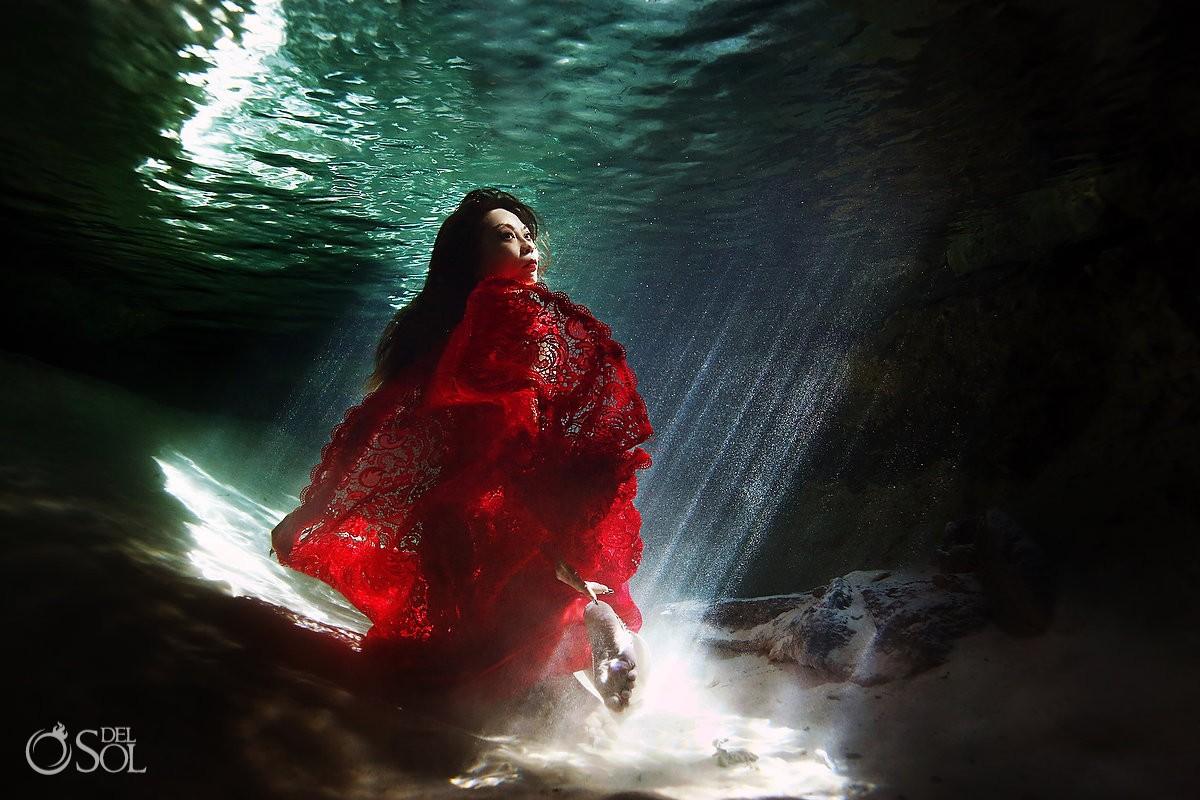 underwater photography Chinese bride red wedding dress