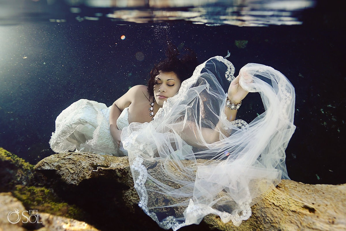 underwater bride veil cenote trash the dress