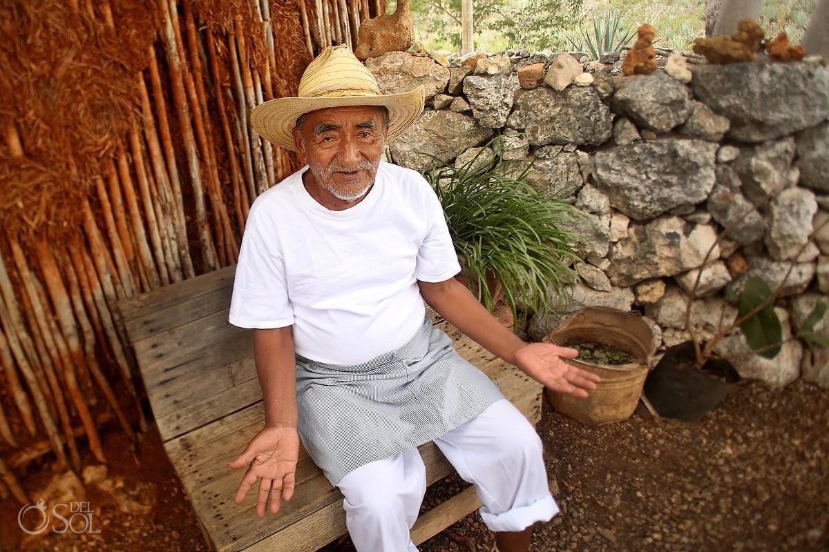 workers prepare henequén - Green Fibre from The Hacienda Sotula de Peon, Yucatan, Mexico #ExperienciasInfinitas