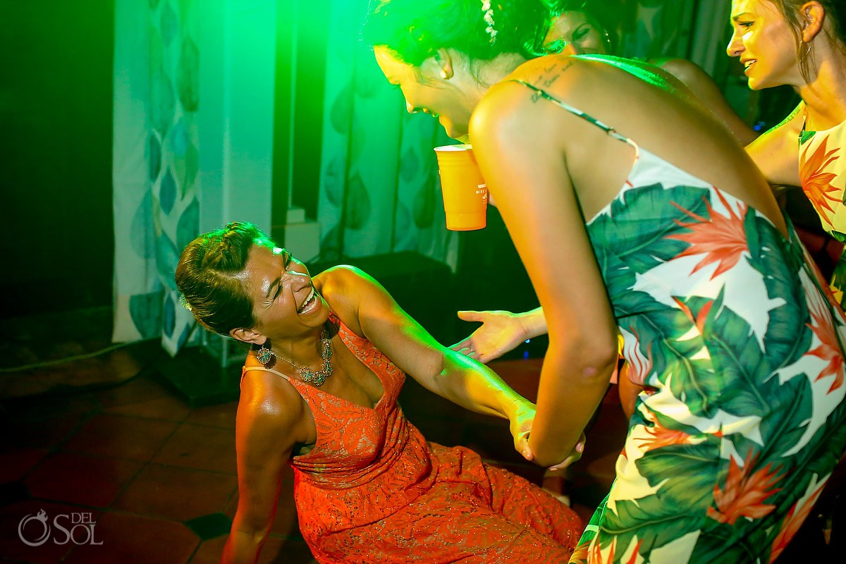 Fun party moments Wedding Now Sapphire Riviera Cancun Riviera Maya Mexico