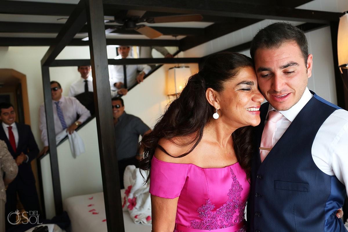 Novio y mamá antes de ceremonia de boda amor de familia, Mother and Groom family love wedding Ocean Paradise Riviera Maya Mexico