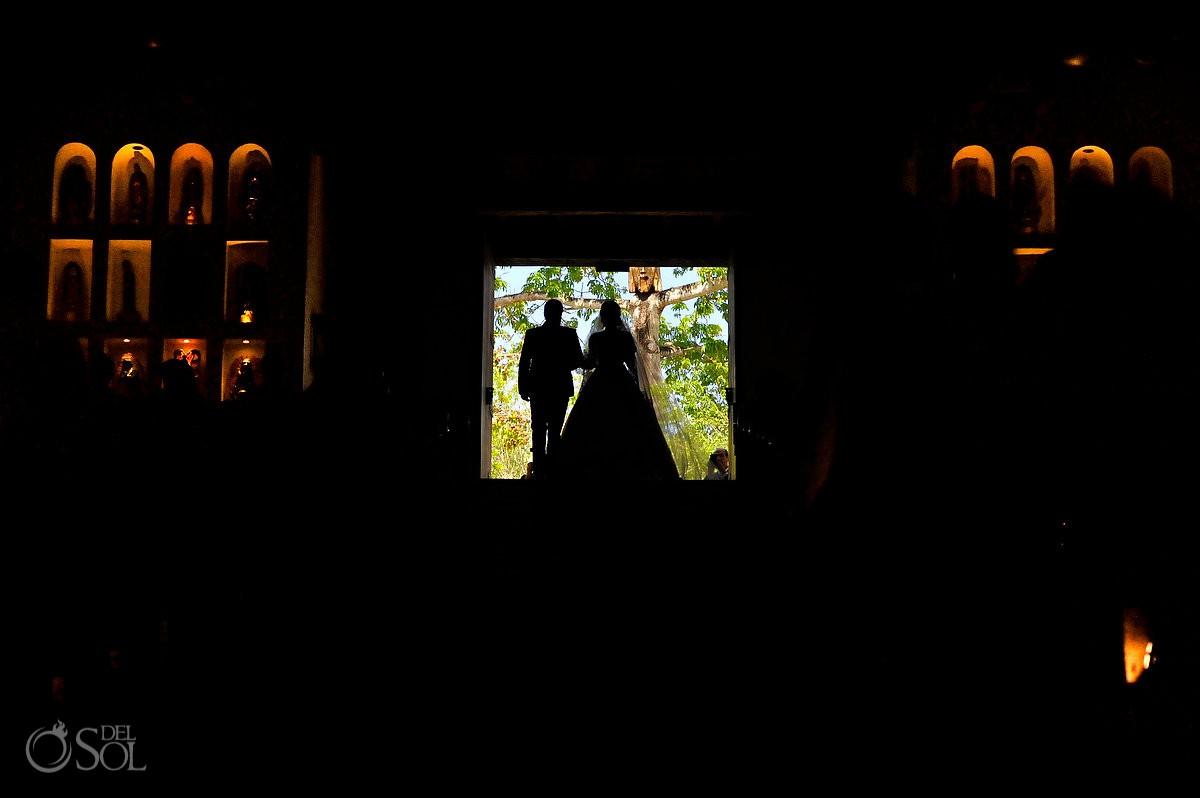 entrada de la novia a la capilla nuestra señora de Guadalupe Xcaret Riviera Maya México