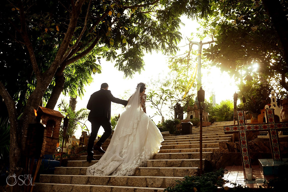 Luz creativa cementerio de Xcaret novia y novio bodas de destino Riviera Maya Mexico