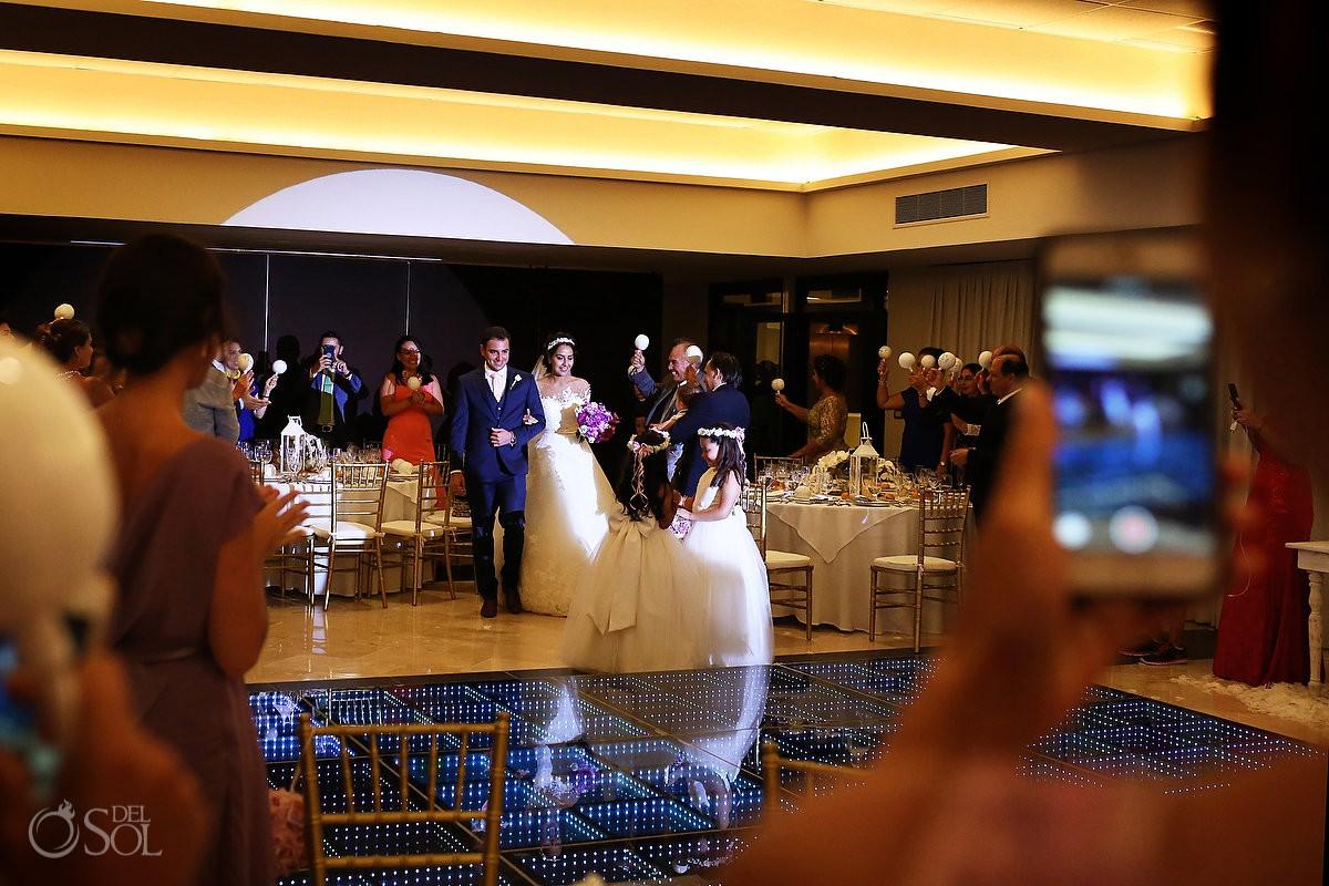 Entrada a recepción de boda novia y novio Xcaret and Ocean Riviera Maya Mexico