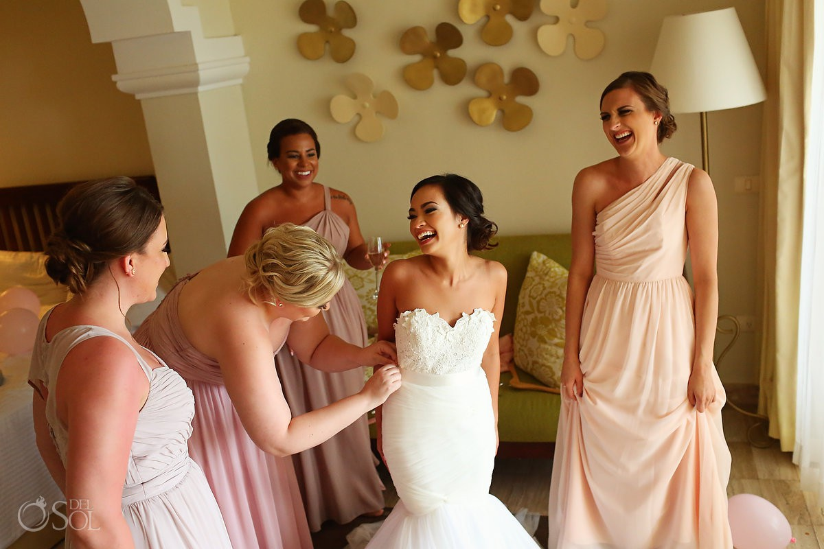 Riviera Cancun Now Sapphire Wedding bride and bridesmaids getting dressed