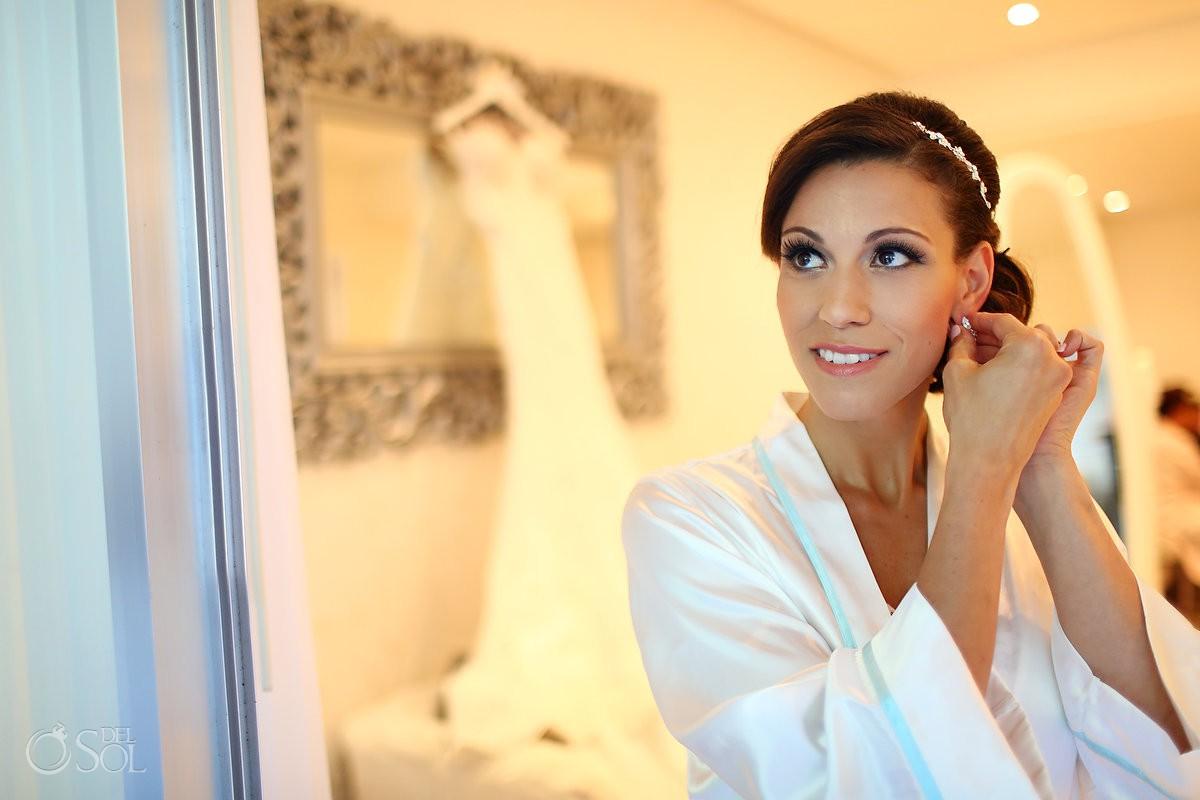 bride getting ready in bridal suite Paradisus Playa del Carmen La Perla Mexico