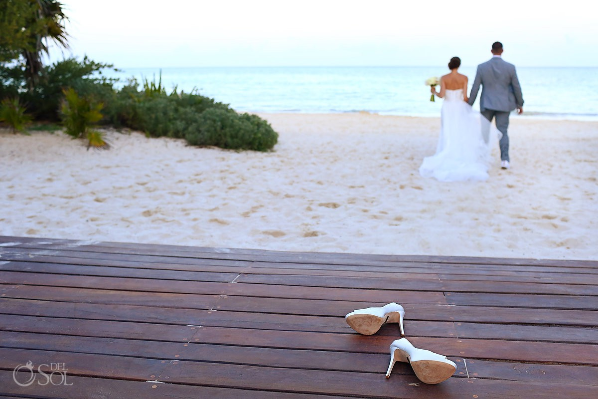 bride leaves stillettos on the Gabi Bridge and goes walking barefoot on the beach Paradisus Playa del Carmen La Perla Mexico