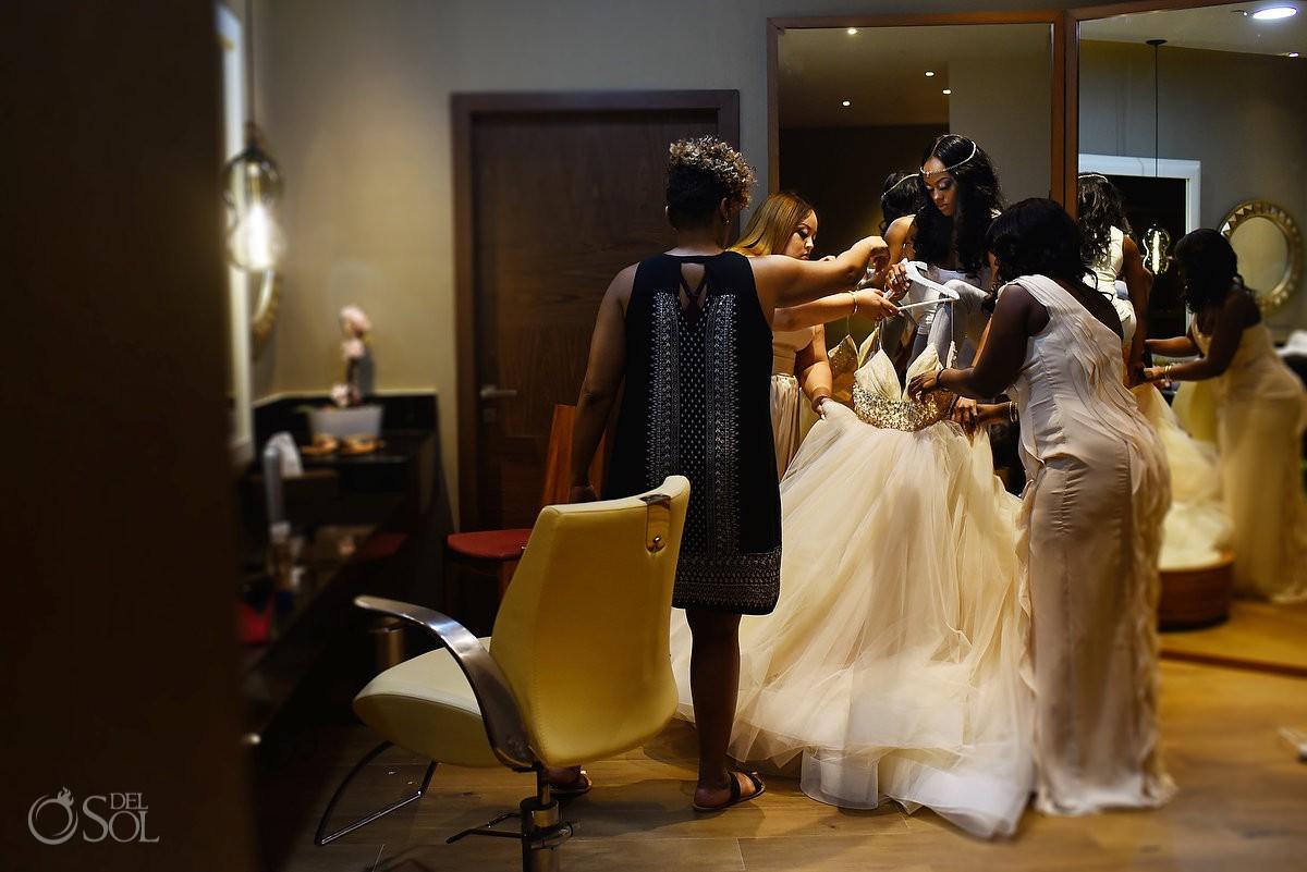 bride getting ready in the bridal suite destination wedding getting ready Hyatt Ziva Cancun México