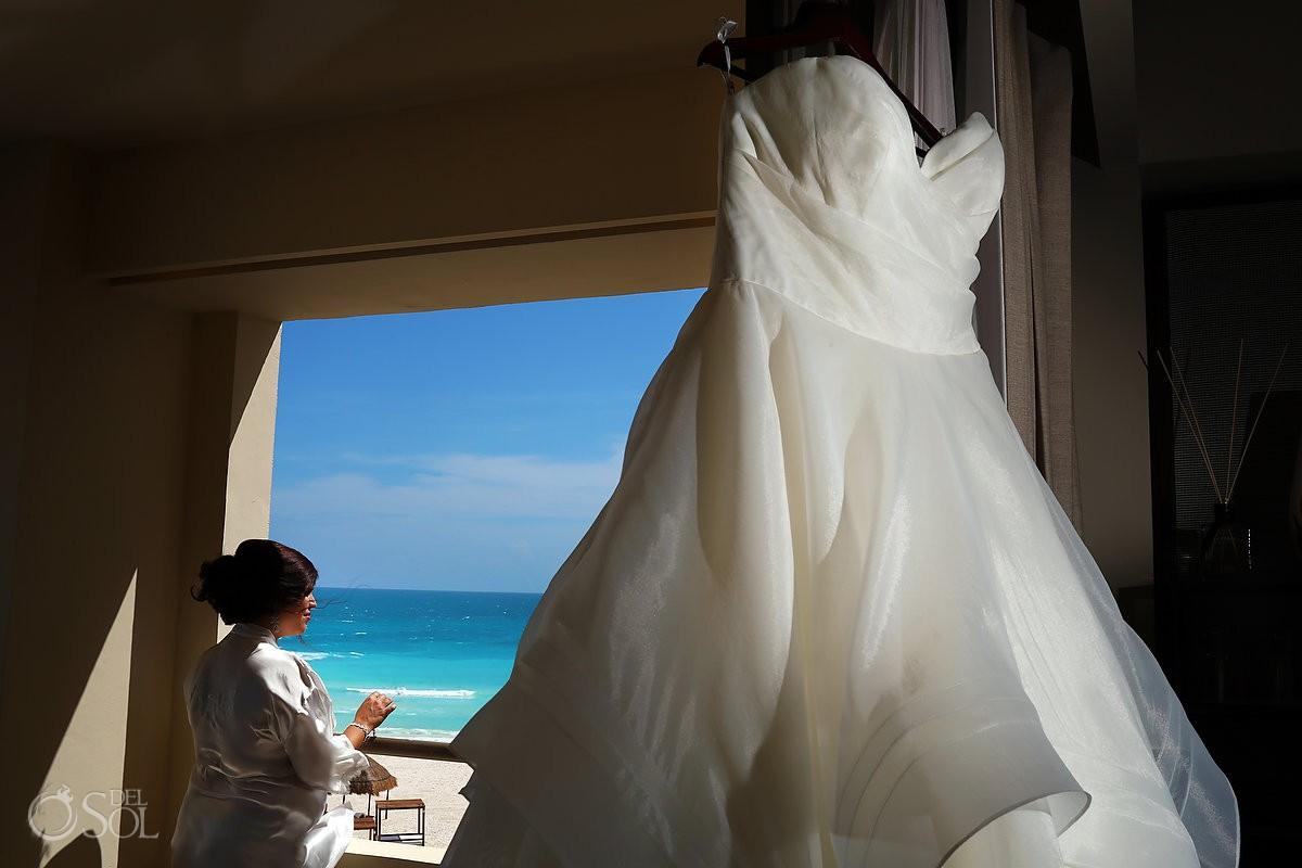 bride gets ready destination wedding hyatt ziva canun mexico