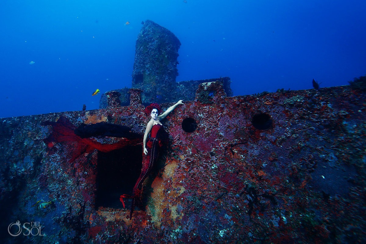 Underwater photoshoot with Catrina Sirena mermaid at shipwreck in Cancun artificial reef project