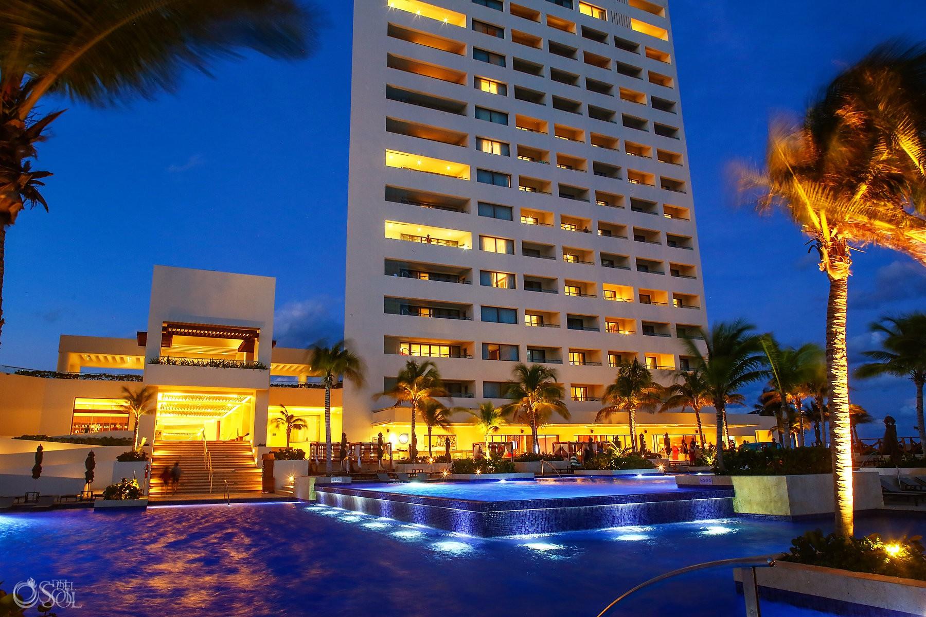 Dusk light in Hyatt Ziva Cancun, Luxury destination wedding venue