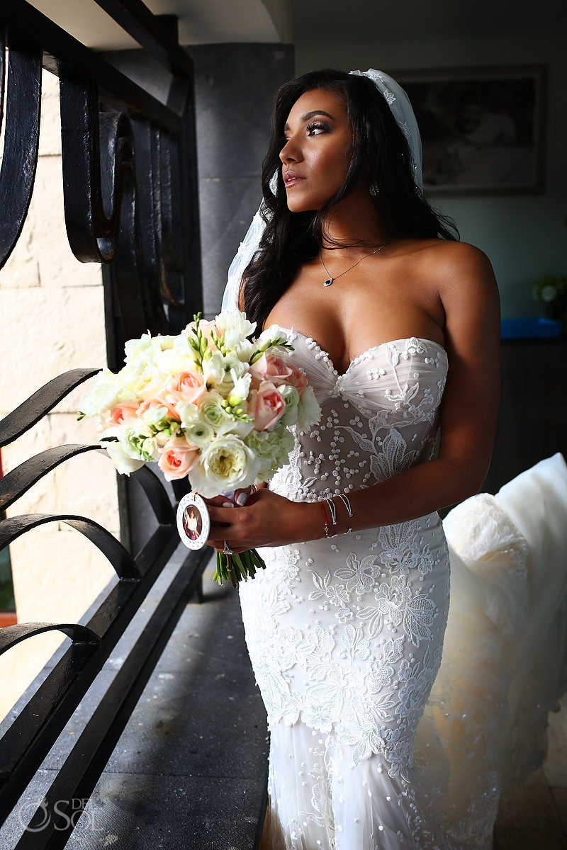 Beautiful bride wedding portrait Kay Club Bahia Petempich Cancun Mexico