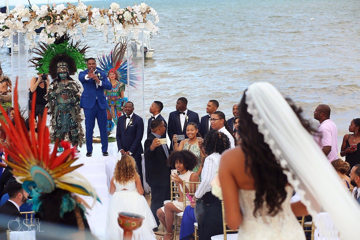 Groom stops the ceremony Kay Club wedding photo Bahia Petempich Cancun Mexico