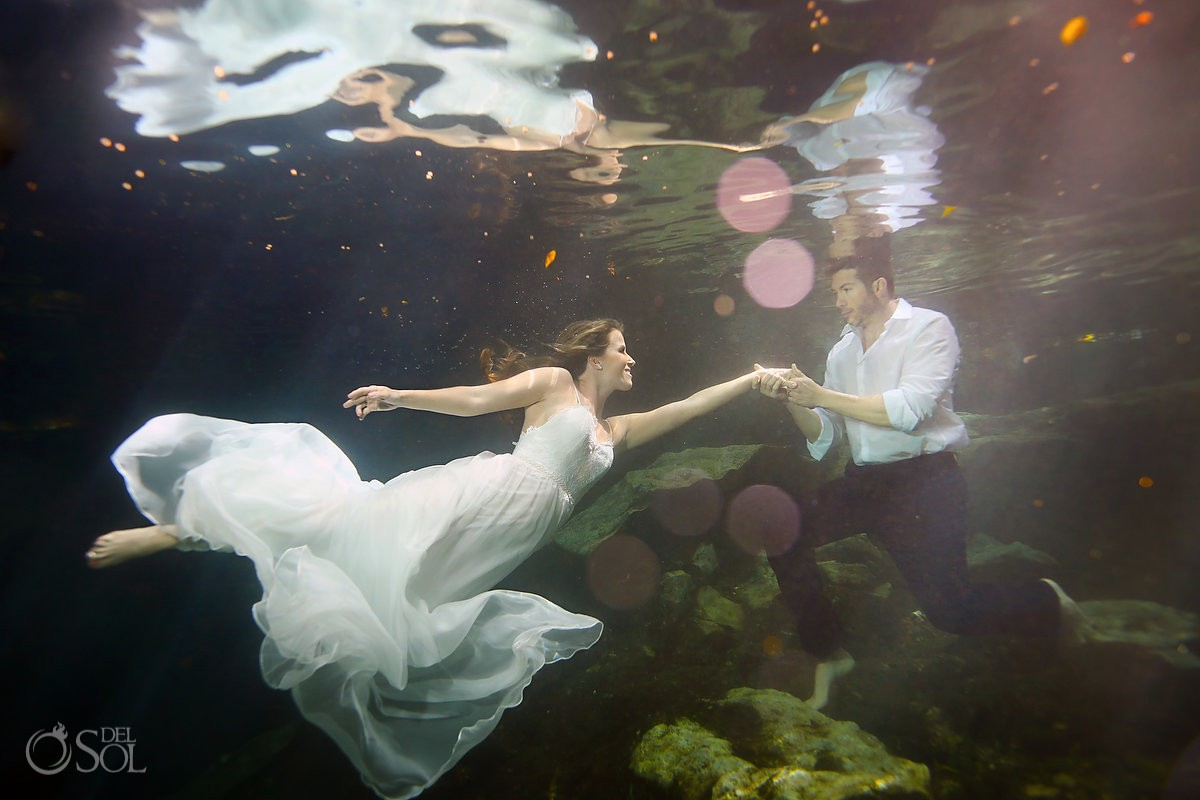 Underwater trash the dress photography bride and groom #Aworldofitsown Riviera Maya Mexico