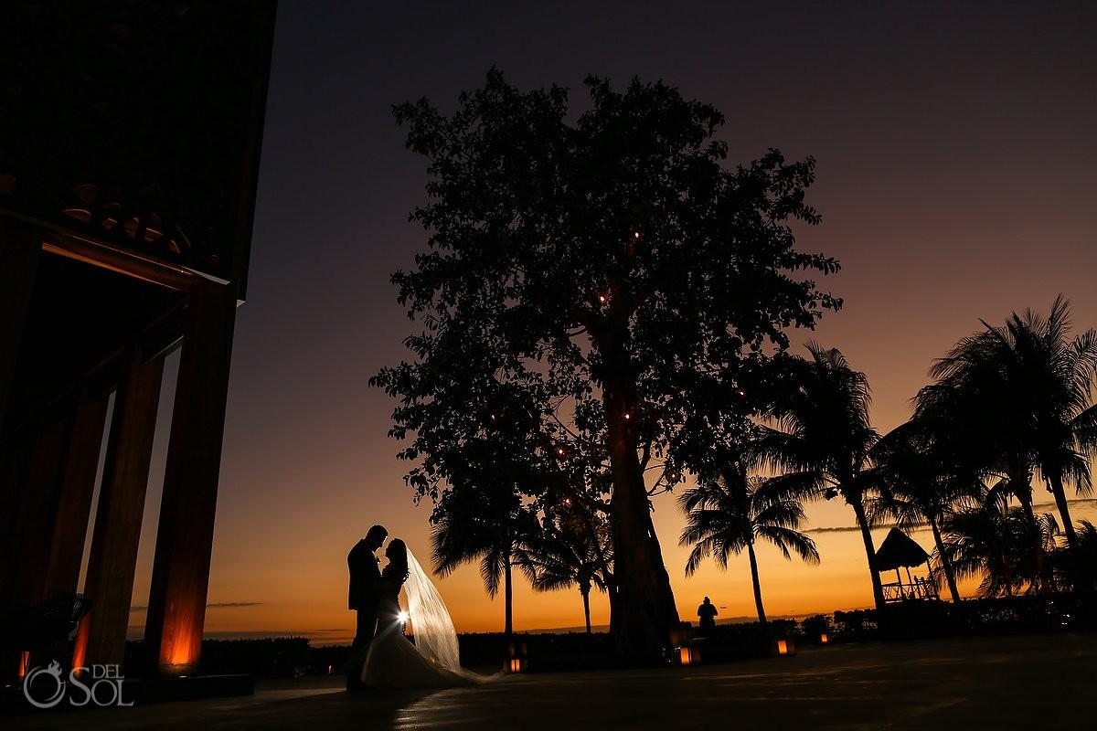 Best sunset wedding portraits best wedding photographer Sol Tamargo photography Cancun Elopement Nizuc Resort and Spa Mexico