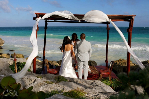 A Tulum Elopement ceremony in front of the caribbean ocean at Mi Amor hotel Riviera Maya Mexico.