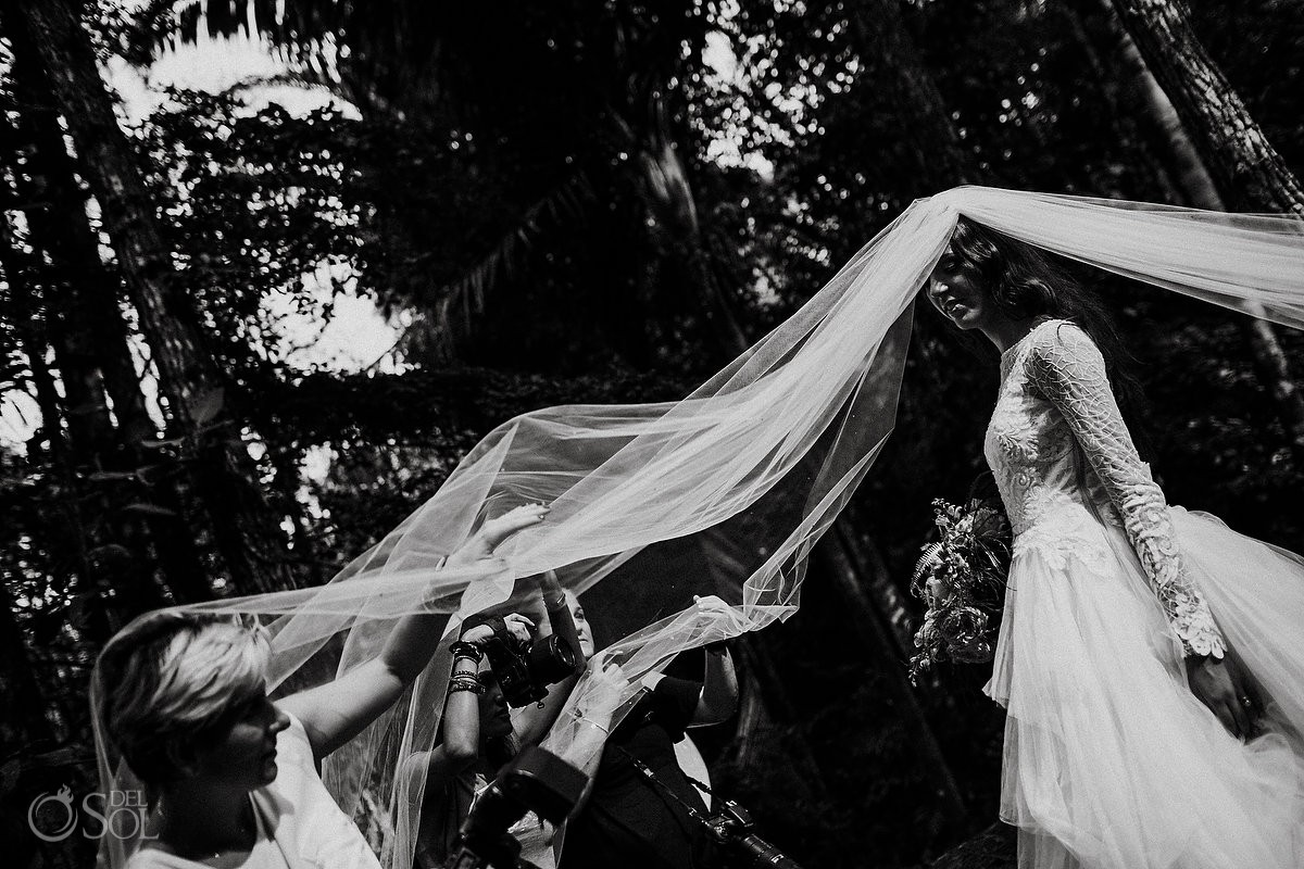Cerro Azul Trash the Dress Panama black and white photography