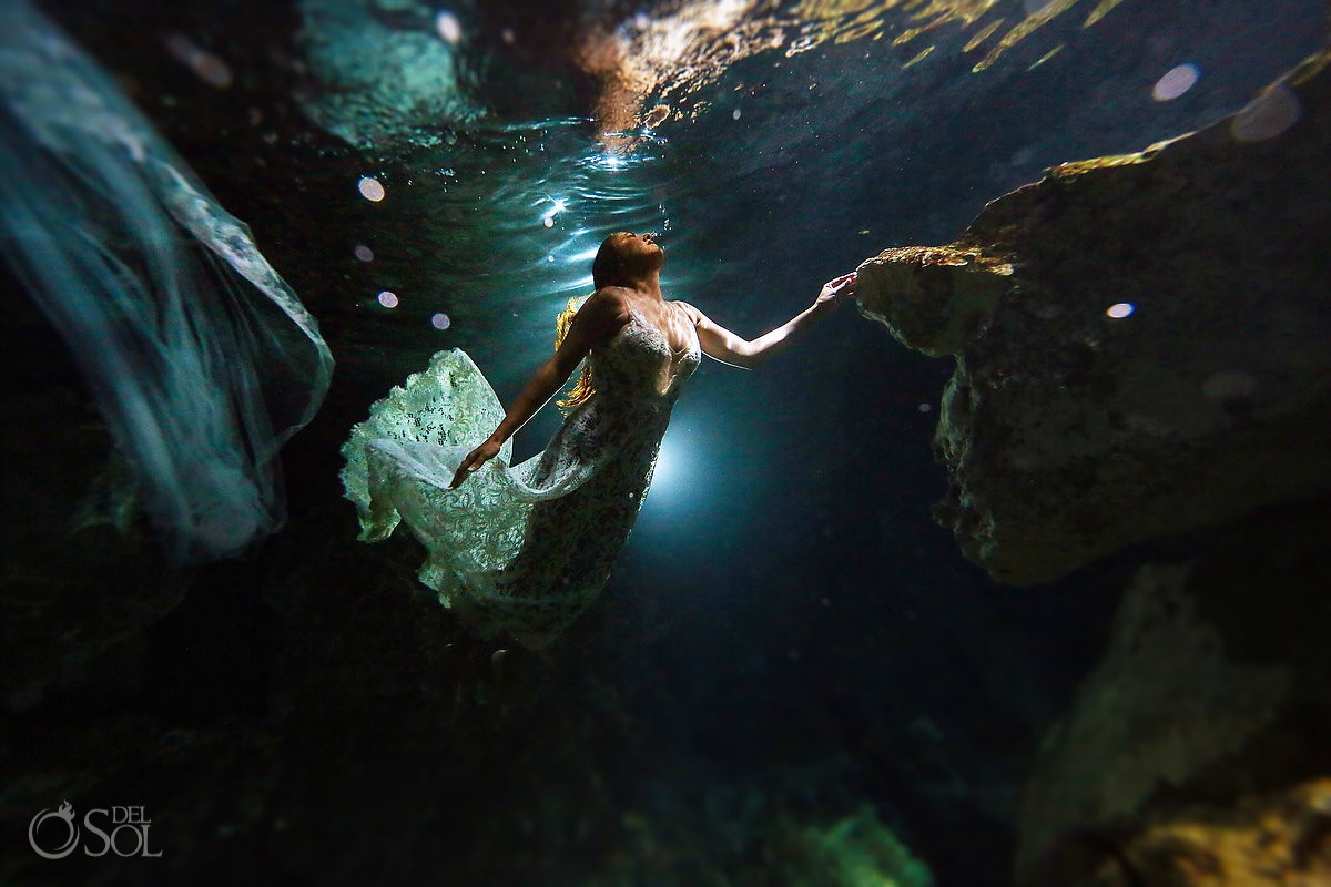 underwater bride wedding photos