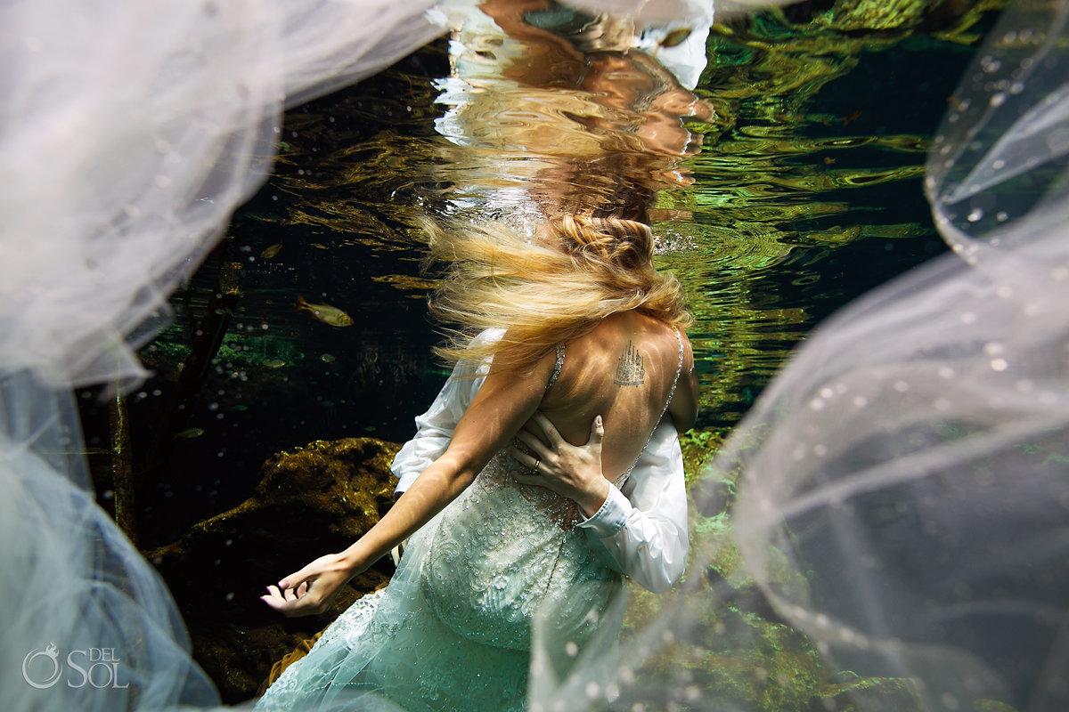 fairytale wedding photo bridal veil underwater love trash the dress mexico