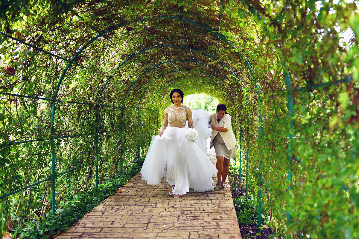 Azul Fives Wedding Bride Walking Natural Plants Tunnel L'Fay Bridal Tulle Transparencies Embroidered Sparkling Stones Long Vail