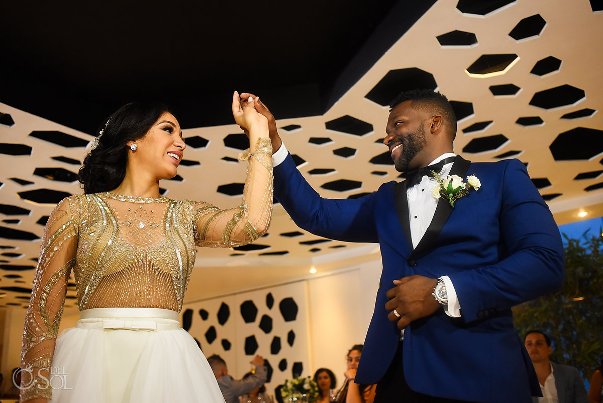 Newlyweds Happy Entrance L'Fay Bridal Tulle Transparencies Embroidered Sparkling Stones Grooms A Suit That Fits Blue Dark Model Azul Fives Ball Room
