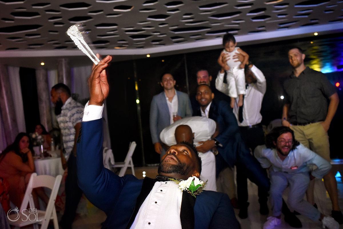 Grooms Launching Bride Garter A Suit That Fits Blue Dark Model Azul Fives Wedding