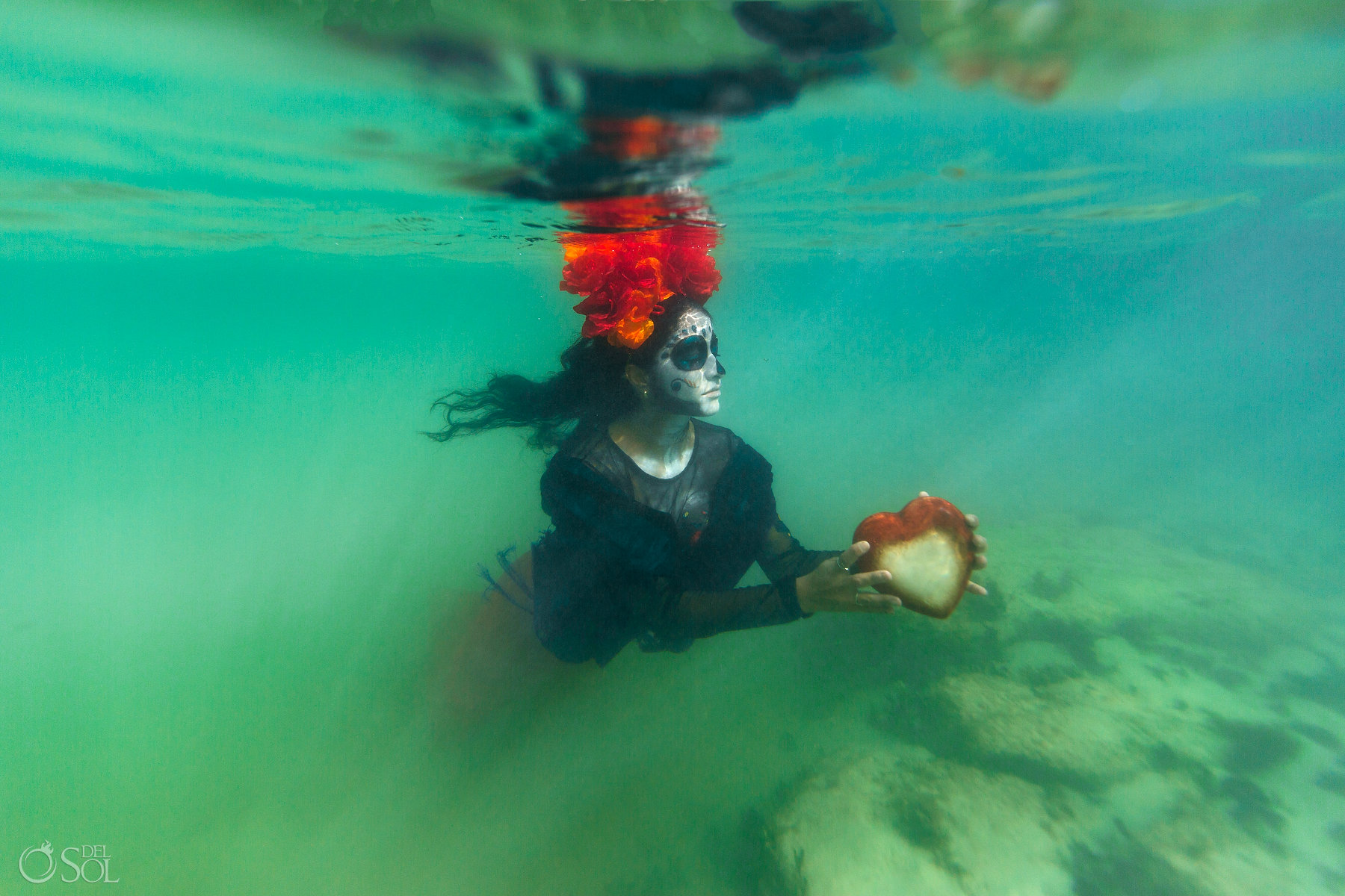 Catrina Makeup Red Orange flower arrangement Ocean Heart turquoise water Underwater photography