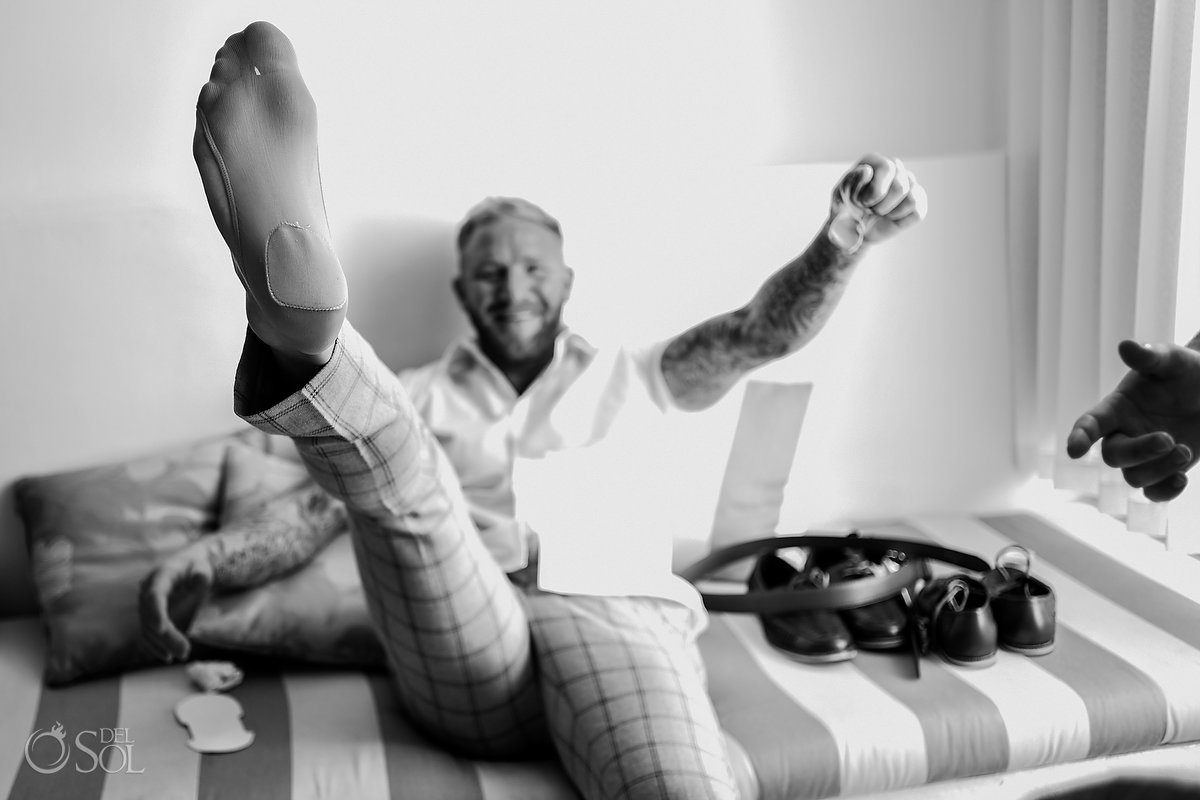Documental Black White Tattooed Groom Portrait Getting Ready Having Fun Dreams Sands Wedding Cancun Mexico