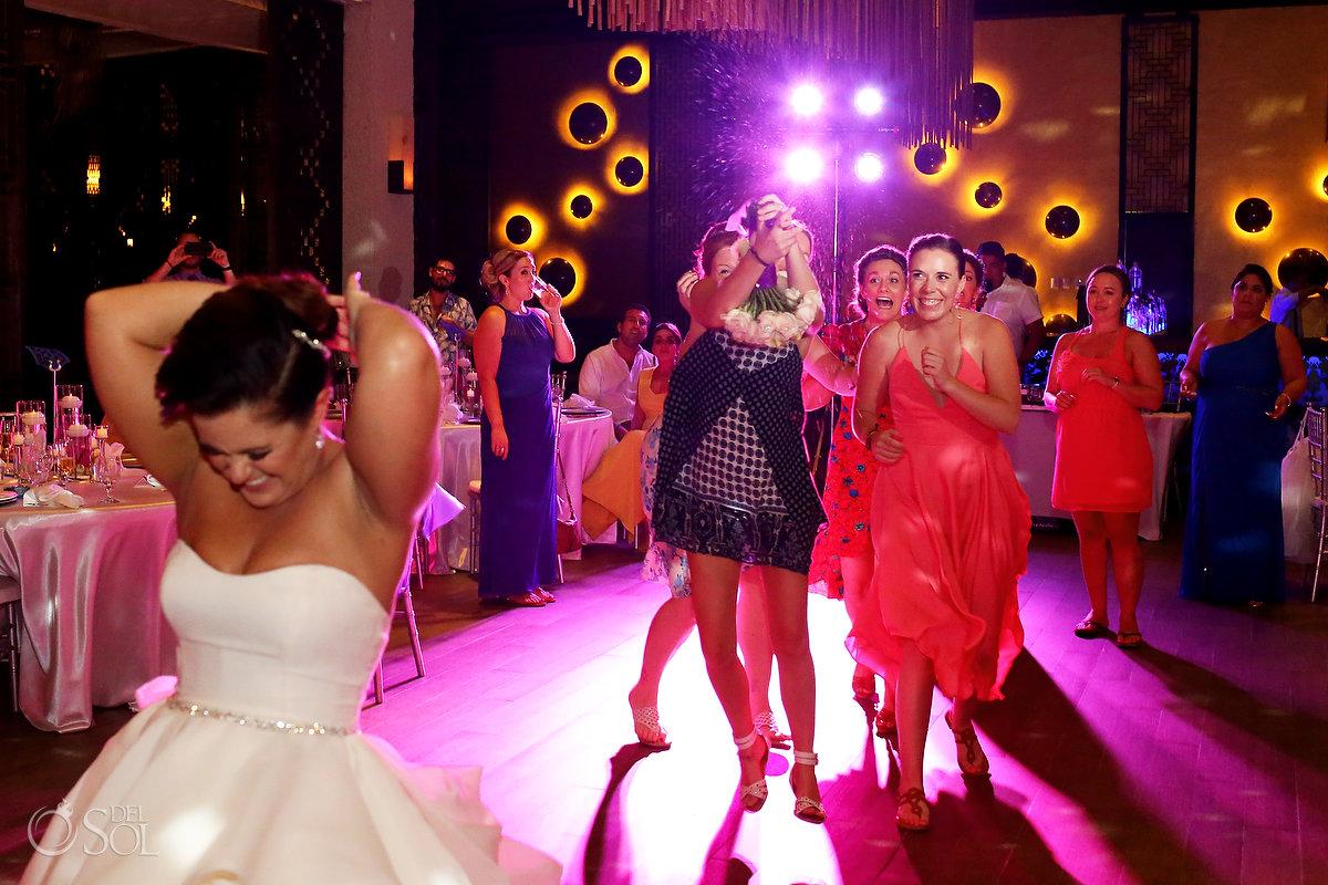 bouquet toss Playa del Carmen Wedding reception Paradisus gabi club