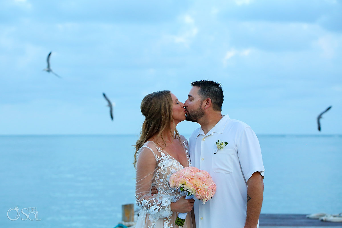 Bride and groom Elope In Mexico zoetry paraiso