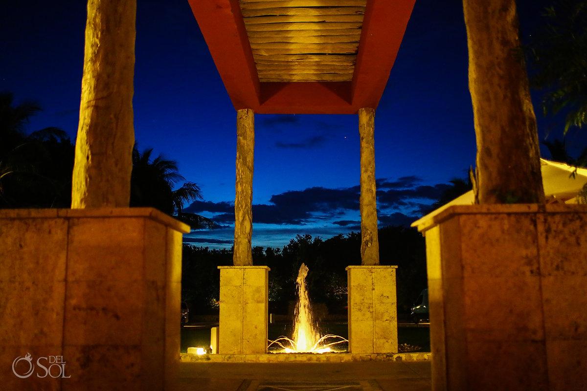 zoetry pariso lobby at dusk