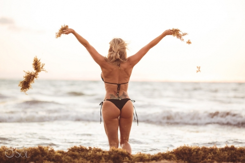 Allison Dunbar bikini model