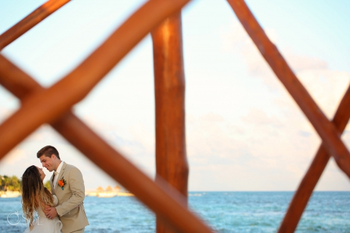 Iberostar Paraiso del Mar Wedding portrait framed by the lifeguard tower