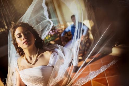 Natural Bridal makeup Vintage Bride Classic Pearl Necklace Long tule veil