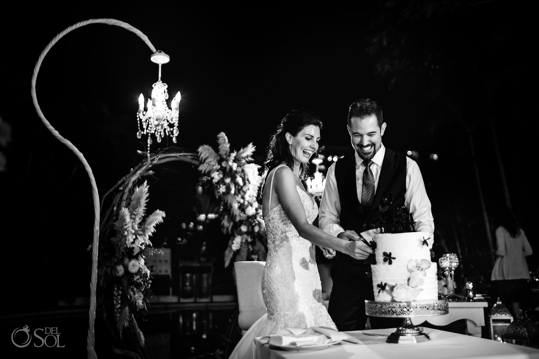 Cutting the cake documentary black white portrait Hyatt Ziva Puerto Vallarta Wedding