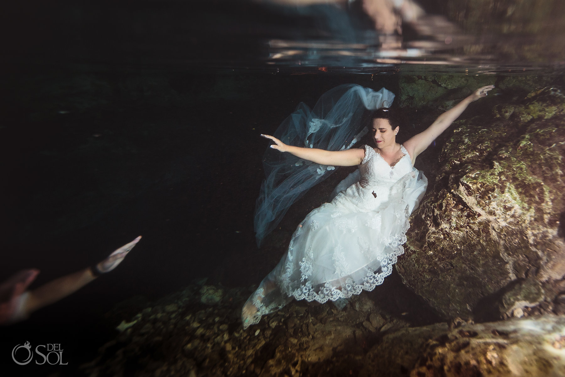 underwater bridal photography Tulum Cenote Experience