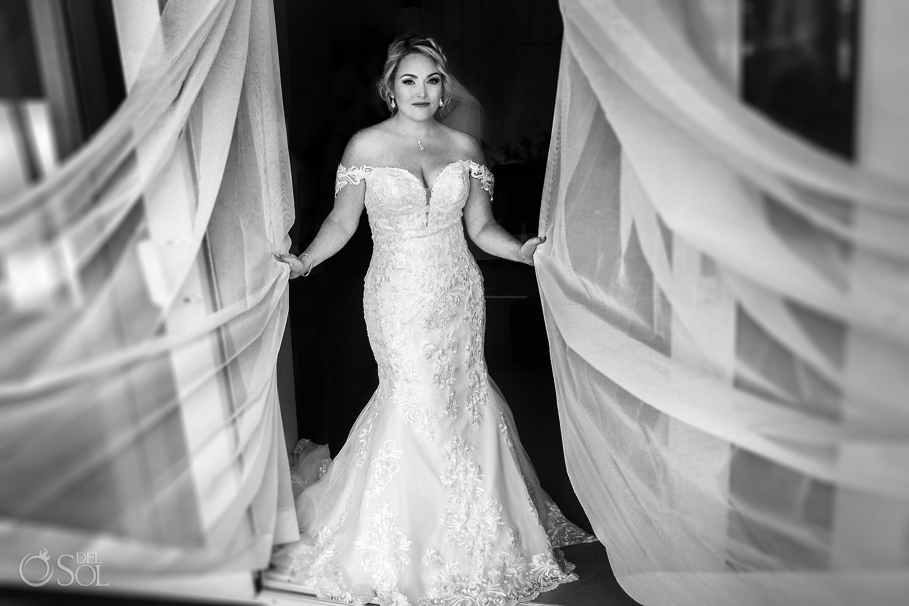 Stunning Bride ready to go Riu Palace Mexico wedding photographer