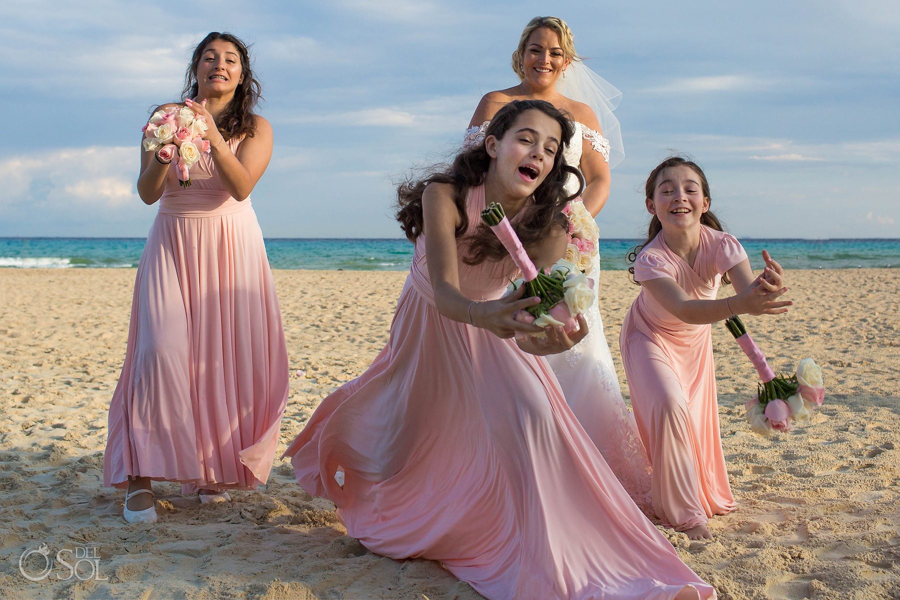 Fun bridal Party fail with roses bouquets