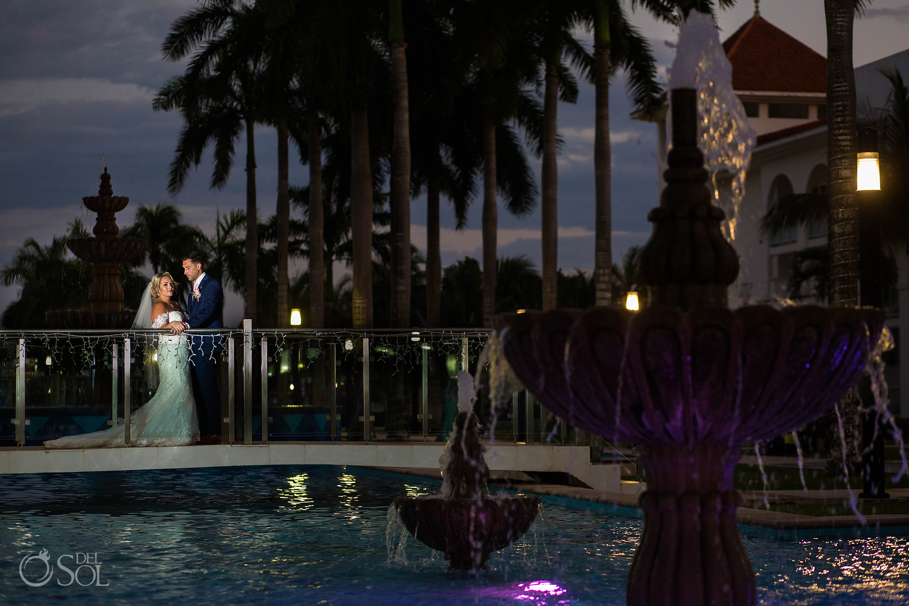 Bride and Groom night photoshoot fontaine Riu Palace Mexico