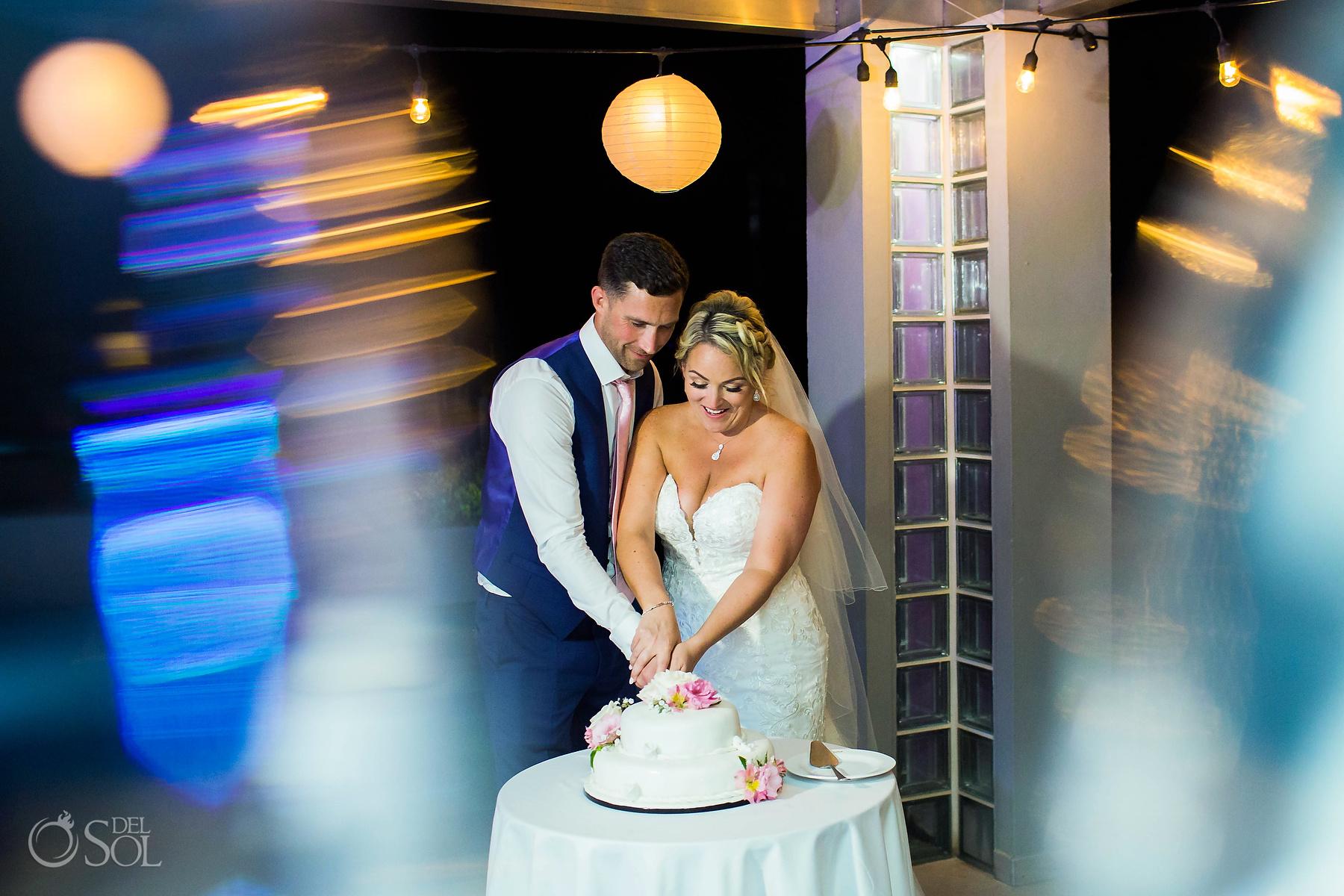 Cutting the cake Riu Palace Wedding photographer