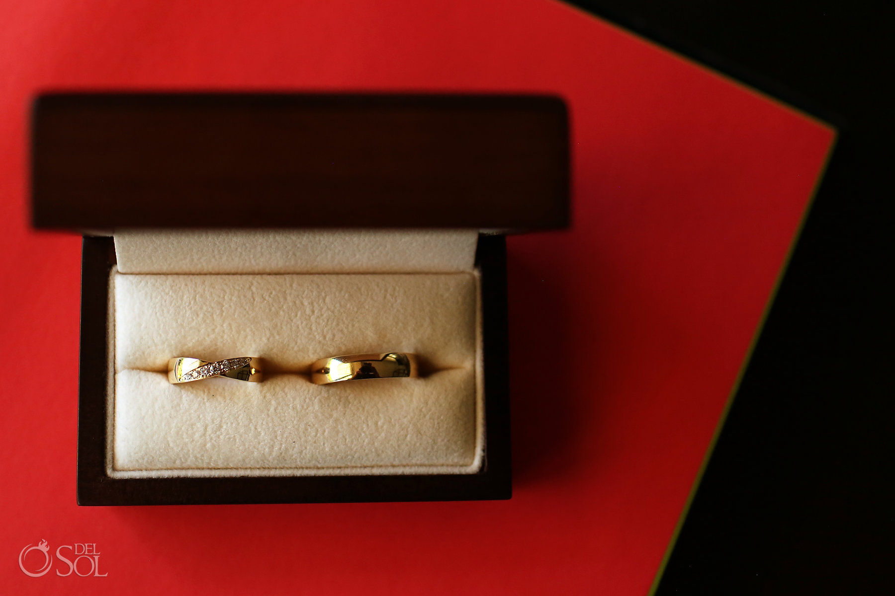 Classic Gold wedding rings with diamonds