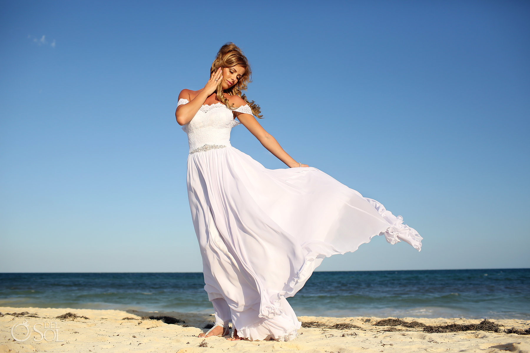 the most amazing bride dress for the beach Best Elopement Locations Mexico