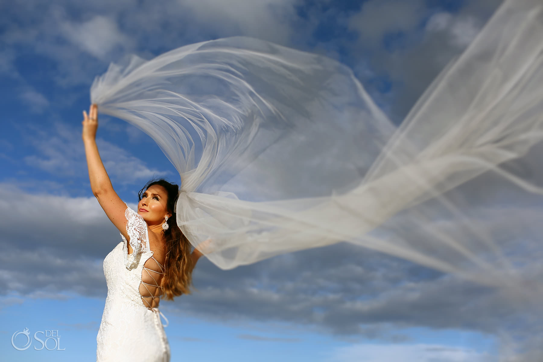 amazing bridal portrait long wedding veil Hotel Xcaret photographer