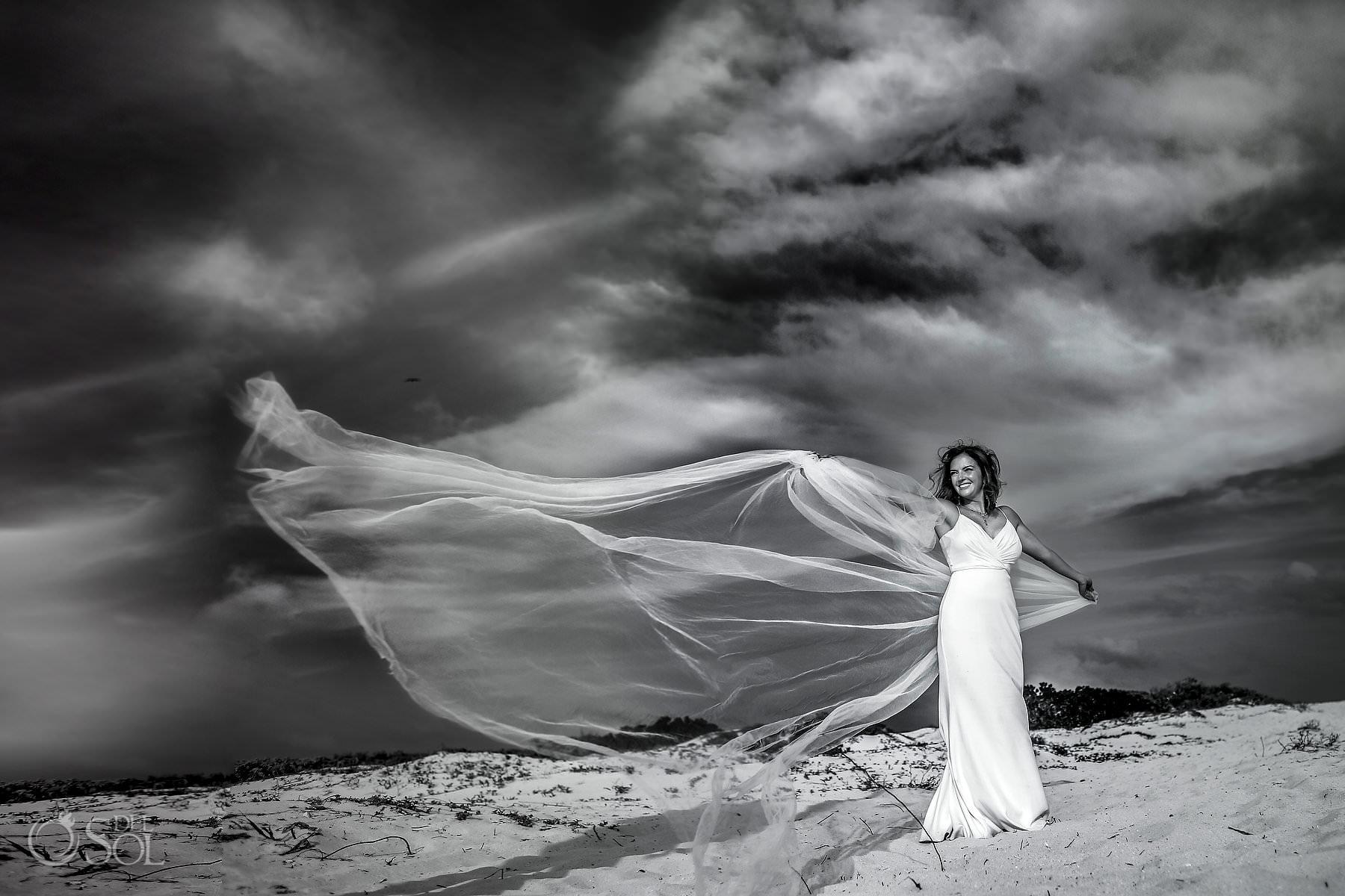 bride portrait long bridal veil playa mujeres Trash the dress