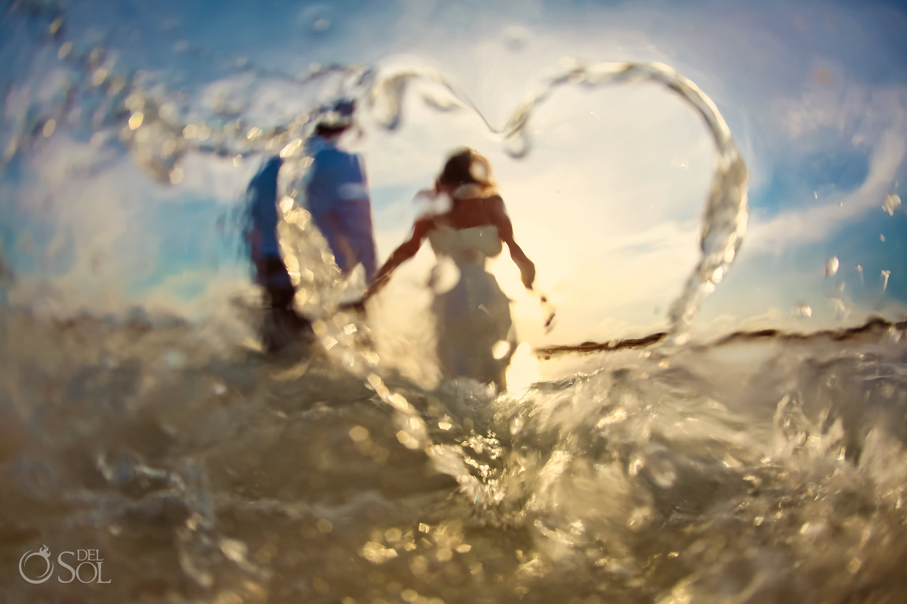 Playa Mujeres Trash the Dress #TravelforLove heart made of water drops