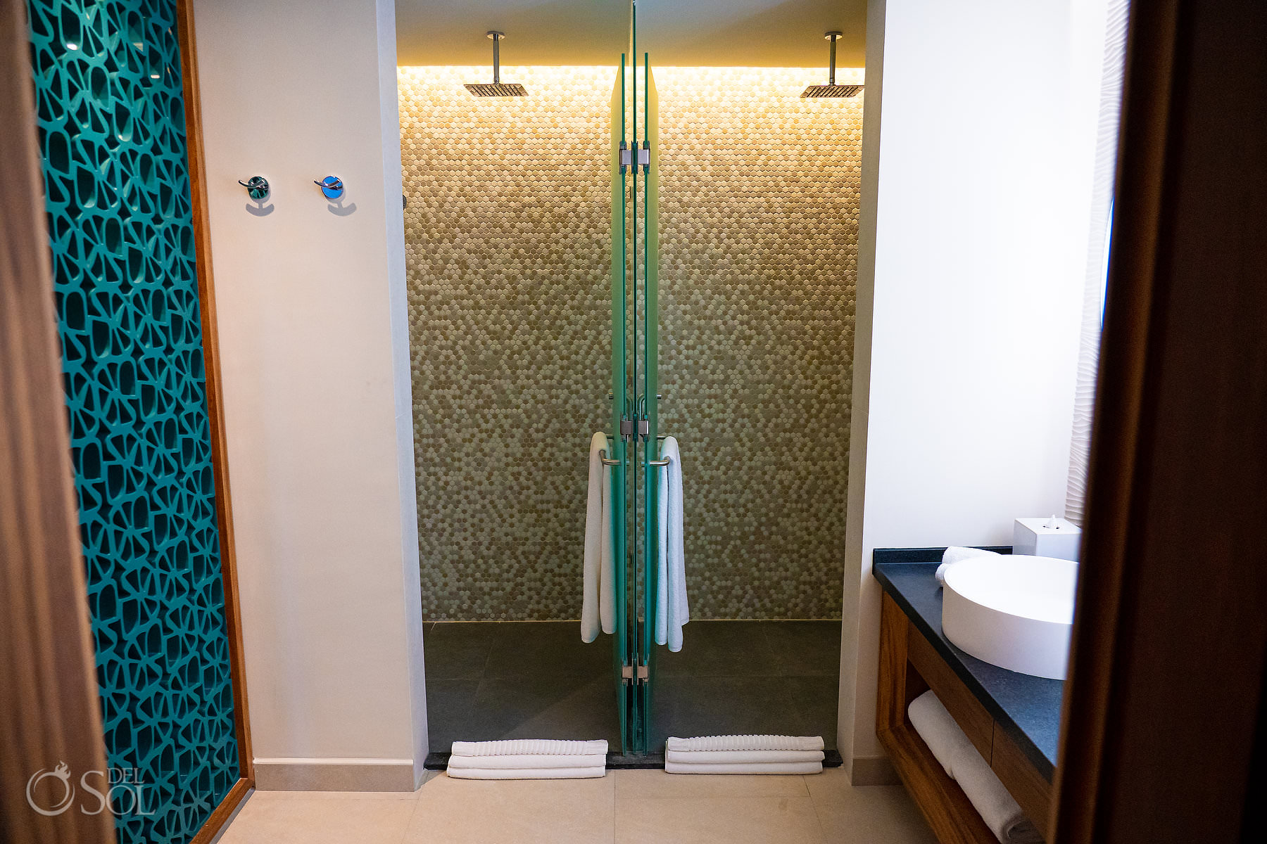 Double shower twin Suites Palmaia House of Aia