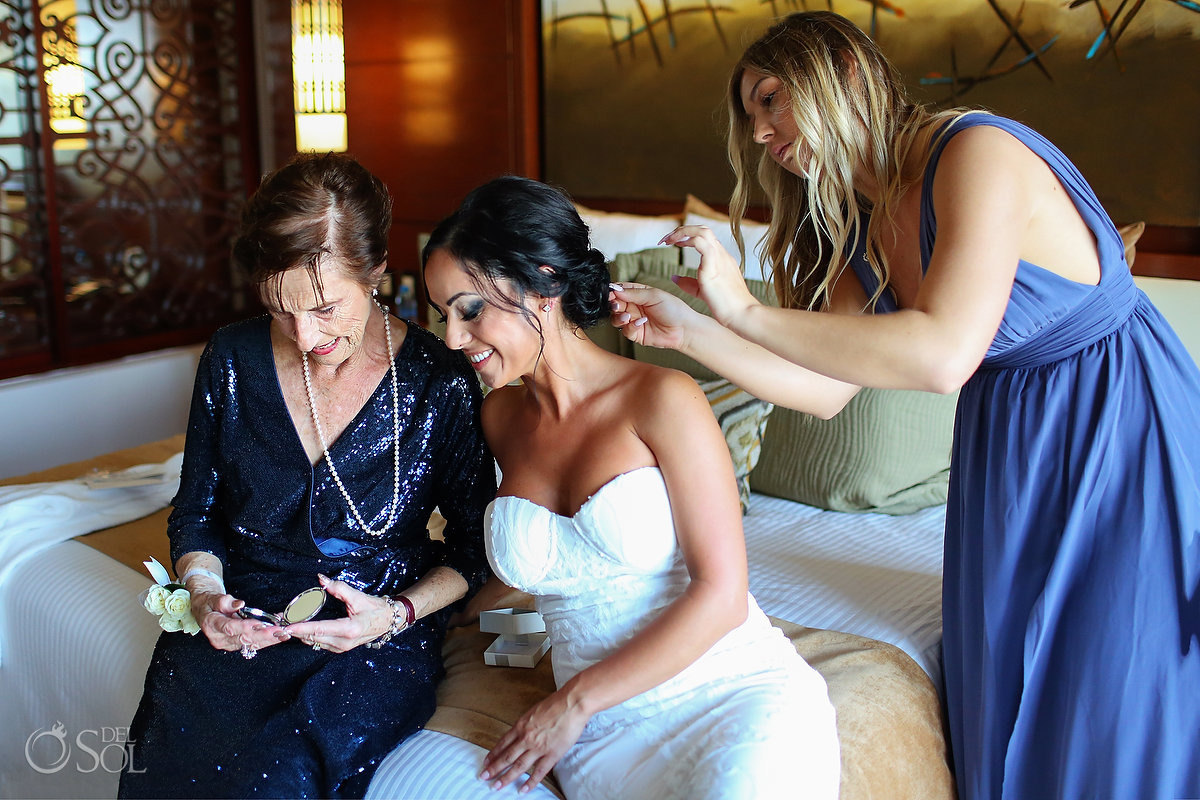 bride gives mother of the groom wedding day gift