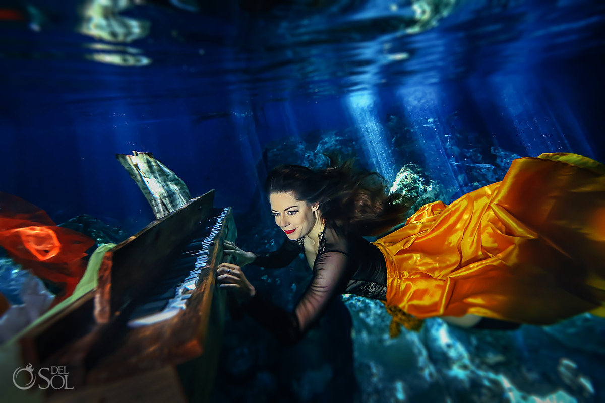 Underwater piano player amazing photoshoot ideas of creative portraits musicians Cancun Mexico