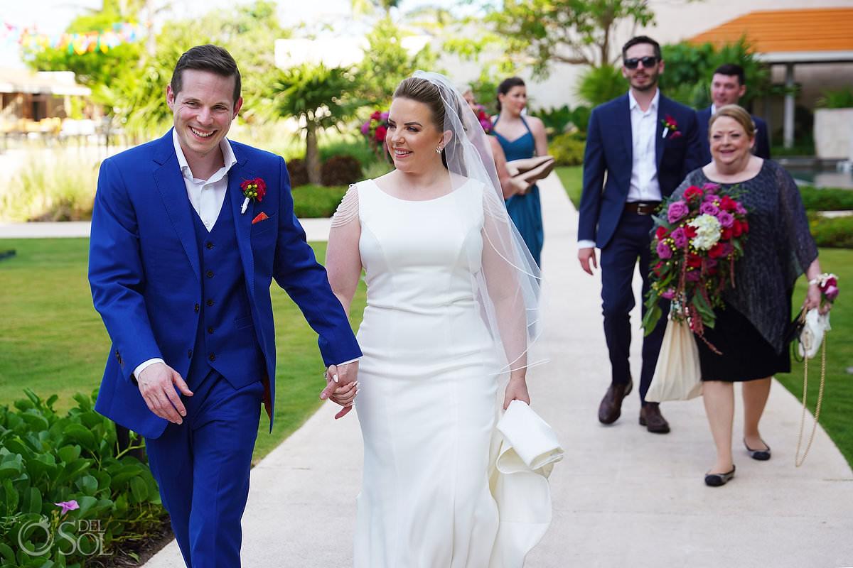 Bride and groom walking to Unico Riviera Maya Wedding